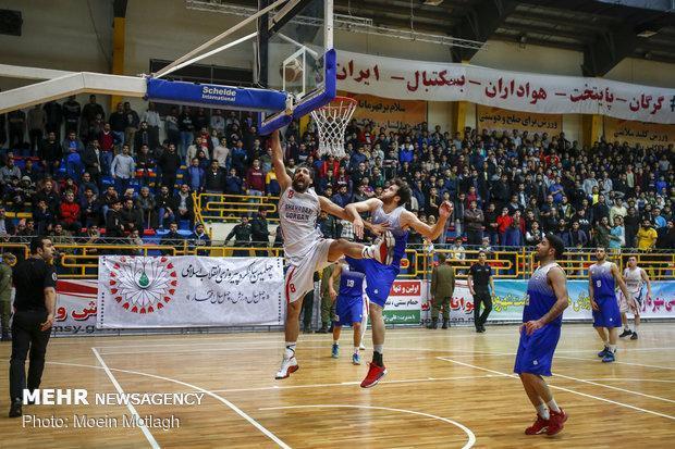 پیروزی پالایش نفت آبادان مقابل آویژه صنعت پارسا در مشهد