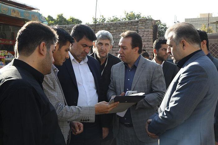 گفت وگوی شهردار منطقه17 با ساکنان مجتمع مسکونی شفق