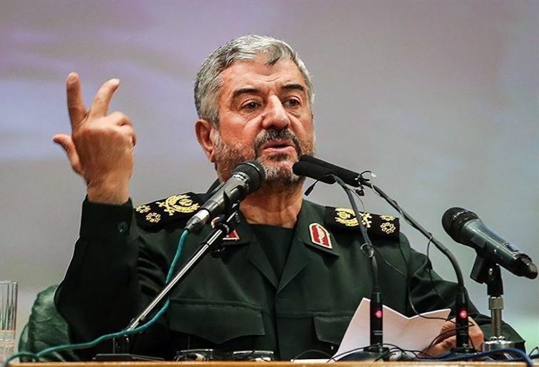 دانشجویان تکلیف دارند نفوذی ها را از کشور برانند ، انقلاب اسلامی یعنی عمل کردن به فرامین الهی