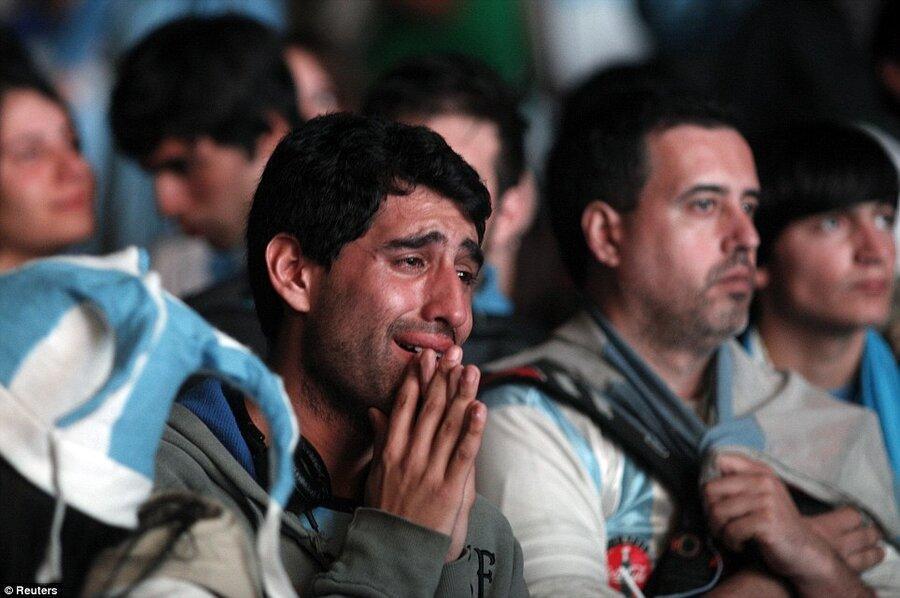 دانشمندان: تماشای شکست تیم محبوبتان در فوتبال واقعاً قلبتان را می شکند ، این استرس ممکن است شما را بکشد
