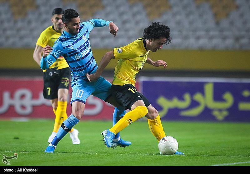 لیگ برتر فوتبال، پیروزی یک نیمه ای سپاهان مقابل پیکان