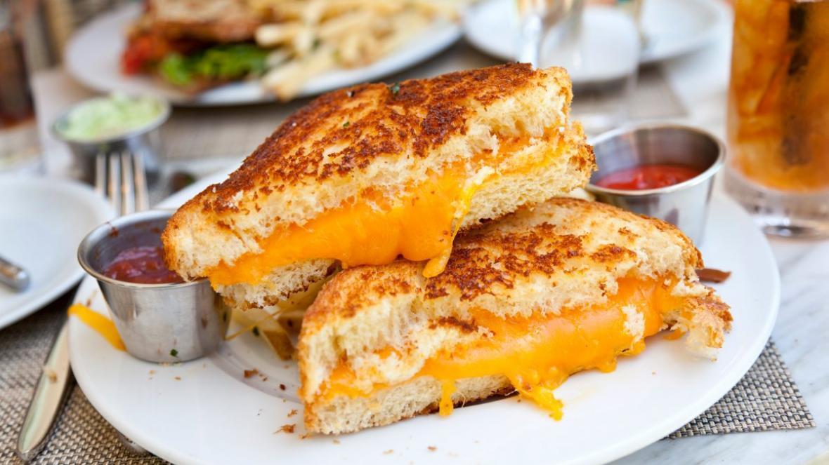 طرز تهیه آسان فرنچ تست یا ساندویچ تست فرانسوی بدون شیر و تخم مرغ